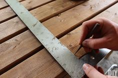How to Build a Outdoor Bar Table – Do it YourSelf Interior Design Outdoor Bar Table, Outdoor Coffee Tables, Outdoor Dining, Diy Outdoor Furniture, Garden Furniture, Furniture Ideas, Ana White, Bar Table Diy, Table Frame