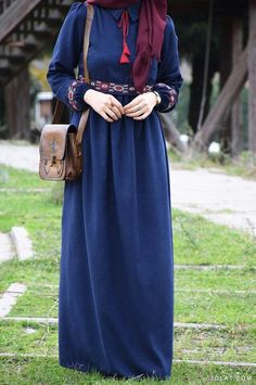 Authentic Style DressThe scarf is the most essential bit inside garments of girls by using hijab. Hijab Fashion Summer, Street Hijab Fashion, Abaya Fashion, Modest Fashion, Fashion Dresses, Muslim Women Fashion, Islamic Fashion, Hijab Jeans, Modele Hijab
