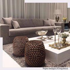 Os adornos valorizam e preenchem a arte da ambientação. Amamos a composição da mesa de centro com os lindos seat Garden. Arquiteturade❤️ #arquiteturadecoracao #olioliteam