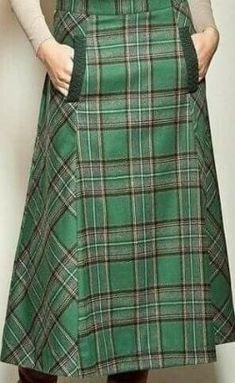 My kind of skirt: fashionable, plaid and pockets! My kind of skirt: fashionable, plaid and pockets! Skirt Outfits, Dress Skirt, Casual Outfits, Modest Fashion, Fashion Outfits, Tartan Fashion, Moda Chic, Mode Hijab, Plaid Skirts