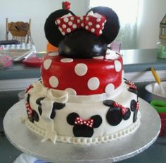 Minnie Mouse By nena629 on CakeCentral.com