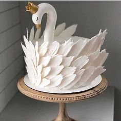 Cake decorating isn't quite as hard as it looks. Listed below are a couple of straightforward suggestions and tips to get your cake decorating job a win Pretty Cakes, Cute Cakes, Beautiful Cakes, Amazing Cakes, Beautiful Swan, Flamingo Cake, Piece Of Cakes, Fancy Cakes, Love Cake