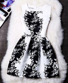 Vestido curto preto e branco estampa floral
