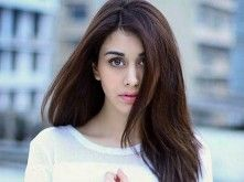 Warina Hussain is new and fresh Bollywood actress. The opposed film actor is Aayush Sharma. The film will release in early October. Here are some hot wallpapers photo images of Warina Hussain. Desi Masala, Celebrity Faces, Bollywood Stars, Latest Hairstyles, Hot Bikini, Beautiful Actresses, Film Photography, Indian Beauty, Bollywood Actress