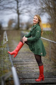 High Boots, High Heels, Shutter Speed Photography, Rainy Day Fashion, Rubber Shoes, Cool Boots, Hosiery, Rain Boots, Raincoat