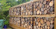 Деревянный забор может быть удивительно красивым, если применить несколько нестандартных подходов. При выборе забора на дачу вам помогут наши фотографии.
