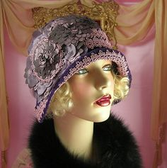 1920's Vintage Style Purple Mauve Ribbonwork Cloche Flapper Hat. @designerwallace Flapper Hat, Flapper Style, Sombrero A Crochet, Vintage Outfits, Vintage Fashion, Vintage Hats, Vintage Style, 1920s Hats, Fancy Hats