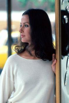 Veronica Hamel in 79 Park Avenue 1977 Celebrity Gossip, Celebrity Crush, Celebrity News, Beautiful Women Over 40, Beautiful Celebrities, Beauty Full Girl, Beauty Women, Veronica Hamel