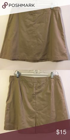Lands End khaki skort Side zip closure. Cotton knit shorts under a twill skirt Lands' End Shorts Skorts