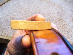 Tips, tricks, methods, take off violin top Violin Repair, Violin Family, Music Stuff, Musical Instruments, Woodworking Ideas, How To Make, Guitar, Patterns, Building