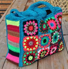 Chris in de haak- just the picture so that I can figure out how to do Mochila Crochet, Crochet Tote, Crochet Handbags, Crochet Purses, Crochet Crafts, Crochet Projects, Knit Crochet, Sac Granny Square, Crochet Stars