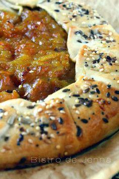 Tarte rustique aux trois légumes INGREDIENTS: (pour 3 personnes) 1 pâte brisé pur beurre (ou maison) 4 carottes nouvelles 2 pommes de terres 1 gros oignons 3 c.à.soupe de mascarpone 1 c.à.café de bicarbonate alimentaire 1 blanc d'oeuf 1 grosse c.à.soupe...