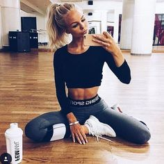 I think the tights with cropped long sleeve look is so cute. I will one day have the abs to pull it off!
