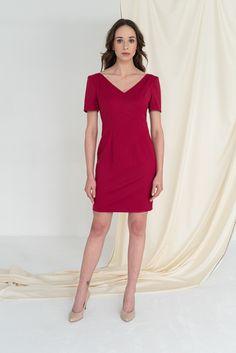 Ubrania, które pasują do wszystkiego? Klasyczne, eleganckie? Można z nich stworzyć niejeden outfit? Taka jest właśnie kolekcja Classics. Jej główne założenie to garderoba kapsułowa, czyli minimalistyczna szafa z ubraniami o uniwersalnym zastosowaniu, w kilku kolorach i wzorach pasujących niemal do wszystkiego. #classyfashion, #classystyle, #classygirl, #classyoutfit, #businesslook, #outfitdaily, #minimalismfashion, #minimalizm, #szafakapsułowa, #timelessstyle, #MonikaKaminska…