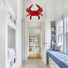 Beach house de estilo Hamptons en Amagansett, New York Beach Cottage Style, Beach House Decor, Home Decor, Coastal Style, Coastal Cottage, Nautical Style, Coastal Decor, Modern Coastal, Cottage Rugs