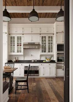 Nice 45 Awesome Farmhouse Country Kitchen Decor Ideas https://bellezaroom.com/2018/02/21/45-awesome-farmhouse-country-kitchen-decor-ideas/