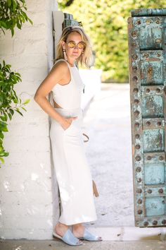WHITE SLEEVELESS JUMPSUIT