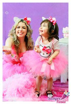 Ideas para fiesta de Hello Kitty. Obtén nuestros productos para tu fiesta aquí: http://www.siemprefiesta.com/fiestas-infantiles/ninas/articulos-hello-kitty.html?utm_source=Pinterest&utm_medium=Pin&utm_campaign=HelloKitty