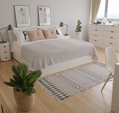 minimalist bedroom ideas for small rooms - Do not let limited space hinder you f . minimalist bedroom ideas for small rooms - Do not let limited space hinder you f . - beautiful farmhouse bedroom bedroom ideas 70 beautiful f. Small Room Bedroom, Home Bedroom, Modern Bedroom, Stylish Bedroom, Girls Bedroom, Bedroom Simple, Long Bedroom Ideas, Bedroom Ideas For Small Rooms For Adults, Bedroom Inspo