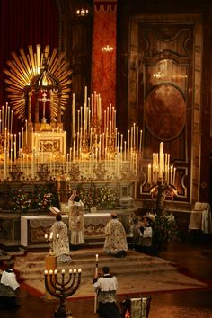 Mass at the High Altar in Brompton Oratory, London, an ultramontane Catholic church, specializing in lush, ornate Old Rite rituals Catholic Altar, Catholic Mass, Roman Catholic, Catholic Churches, Catholic Priest, Church Interior, Church Architecture, Cathedral Church, Chapelle