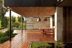 Rock House / Juan Pablo Nazar /  Rocas de Santo Domingo, Chile Terrasse extérieure couverte, piscine, #bois #betonbrut
