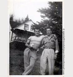 « Party with the boys no 2 » The guy with sunglasses in his hand is on the no 1 picture of that serie. Probably from the beginning of the 1950's. No girl around... /// Le mec avec les lunettes de soleil à la main apparaît sur la photo no 1 de cette série. Probablement du début des années 1950. Pas de fille dans les alentours... #gay #gaylove #bromance #partywiththeboys