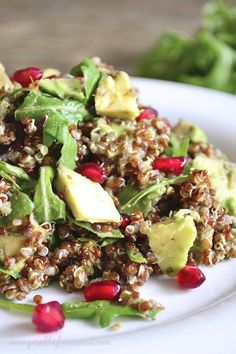 Red quinoa pomegranate arugula salad - Sour and sweet full of flavor and amazing ingredients this red quinoa, pomegranate and arugula salad is one of my favorites. #salad #quinoa #pomegranate #healthy www.sprinkleofcinnamon.com