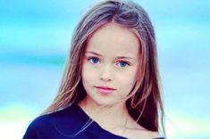 """Com apenas 8 anos de idade, a russa Kristina Pimenova é considerada a """"menina mais bonita do mundo"""". Veja fotos."""