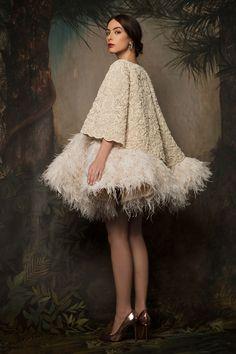 haute couture fashion – Gardening Tips Chanel Couture, Valentino Couture, Haute Couture Fashion, Look Fashion, Fashion Show, Womens Fashion, Fashion Design, Gothic Fashion, Victorian Fashion