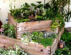 ideen kleinen garten wenig platz holzkasten minigarten