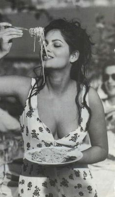 Claudia Cardinale '' Italians do it better, '' Yesterday, today, Tomorrow, in the Future good blood does not lie Claudia Cardinale, Italian Women, Italian Beauty, Beautiful People, Beautiful Women, Actrices Sexy, Italian Actress, Sophia Loren, Celebs