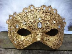 gold-jeweled-masquerede mask