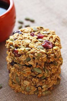 healthy pumpkin breakfast cookies make a nutritious and portable breakfast that tastes like fall! This gluten-free + clean eating breakfast treat is made with wholegrain oats, cranberries, pumpkin seeds + honey Pumpkin Breakfast Cookies, Breakfast Cookie Recipe, Breakfast Recipes, Pumpkin Cookies, Free Breakfast, Breakfast Healthy, Breakfast Ideas, Apple Breakfast, Energy Cookie Recipe