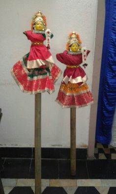 Dolls on pestle Desi Wedding Decor, Wedding Mandap, Indian Wedding Decorations, Diwali Decorations, Flower Decorations, Flower Decoration For Ganpati, Coconut Decoration, Saree Painting, Wedding Gift Wrapping