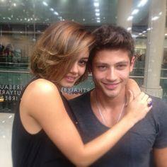 Sophie Charlotte vai a cabeleireiro, retocar cor de seu novo corte em São Paulo - Fã clube Sophie Charlotte