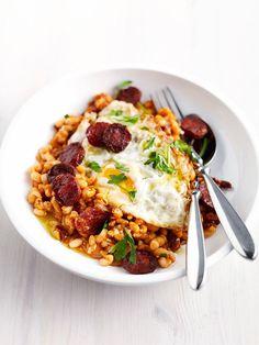 Witte bonenstoof met chorizo en gebakken ei