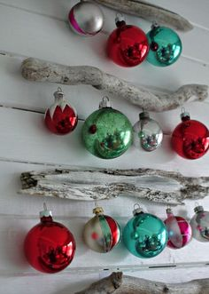 14 Awesome Driftwood Christmas Trees You Can Make | Shelterness