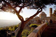 Volterra Es la sonrisa etrusca de la Toscana, la capital de aquella vieja civilización y otro orgullo medieval para la región.