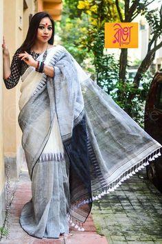 Indian Attire, Indian Ethnic Wear, Indian Outfits, Simple Sarees, Trendy Sarees, Black And White Saree, Elegant Saree, Casual Saree, Handloom Saree