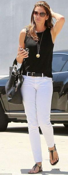 Cindy Crawford looks effortlessly chic in white jeans - Jeans Black - Ideas of Jeans Black - Effortlessly chic: Supermodel Cindy Crawford 49 looks incredible in white jeans and a black vest as she steps out in California on Thursday Mode Outfits, Chic Outfits, Summer Outfits, Denim Outfits, Holiday Outfits, Summer Clothes, Fashion Outfits, White Pants Outfit, Casual White Jeans Outfit Summer
