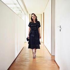 Primeiro look de hoje foi todo @shoulderoficial! Essa saia é LINDA!! Amei usar com camiseta, deixando mais descontraída! Os outros looks que fotografamos hoje vocês vão ver daqui algumas semanas, quando lançarmos o livro ☺ #ootd #fashion #style