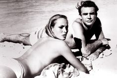 Un descansito en la playa de la isla del Dr. No con Sean Connery y Ursula Andress