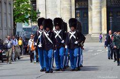 copenhagen royal palace guard | Changing of the Danish Royal Guards and Amalienborg Palace