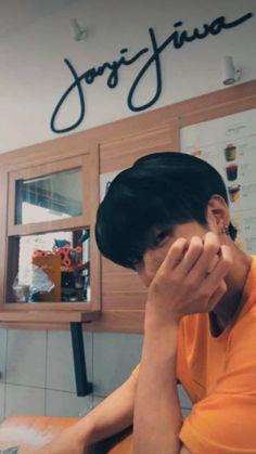 seongwoo as ur boyfie Boyfriend Kpop, Your Boyfriend, Handsome Actors, Handsome Boys, Cute Boys, My Boys, Parejas Goals Tumblr, Illusion Photos, Boy Photography Poses
