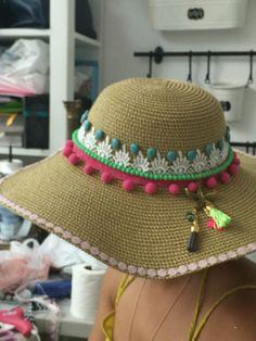 Sombrero decorado de playa