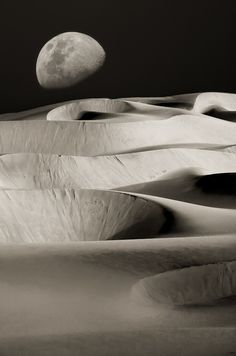 Dunes Under the Moon. Credit: Mario Moreno, black and white photography Beautiful Moon, Beautiful World, White Photography, Landscape Photography, Night Photography, Photography Tips, Nature Photography, Luna Moon, Shoot The Moon