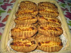 Pörden Keittiössä: Karjalanpiirakat noin 40 kpl Something Sweet, Pie, Baking, Desserts, Recipes, Food, Torte, Tailgate Desserts, Cake