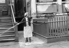 """Helen Levitt (August 1913 – March was an American photographer. She was particularly noted for """"street photography"""" around New. Walker Evans, History Of Photography, Candid Photography, Timeless Photography, French Photographers, Street Photographers, New York Street, New York City, Vintage Photographs"""