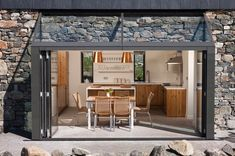 Beautiful Stone Cottage - sleeps 6/7 beside beach - Häuser zur Miete in Roundstone, Galway, Irland Stone Cottages, Stone Houses, Room Darkening Shades, Electric Oven And Hob, Beach Houses For Rent, House Extensions, Renting A House, Beautiful, House Design