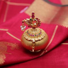 Kimigirl ethnic handbags and accessories Gold Ring Designs, Gold Earrings Designs, Gold Jewellery Design, Gold Jewelry Simple, Simple Necklace, Silver Pooja Items, Gold Hair Clips, Antique Items, Trinket Boxes